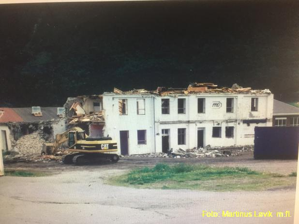 Riving gamle Tresfjord meieri 1999.jpg
